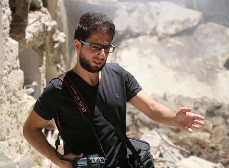 Photographe à Alep récompensé à Paris,