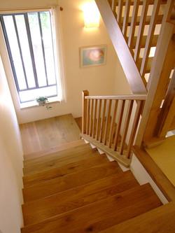 מדרגות עם מבט לנוף