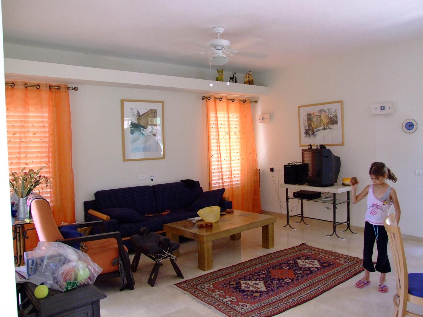 חלל מגורים בדירה בקיבוץ