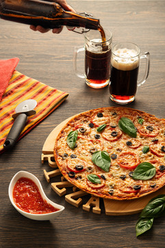 Пицца и темное пиво
