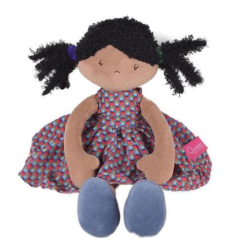 Bonikka: LEOTA met zwarte haren en een paarse jurk