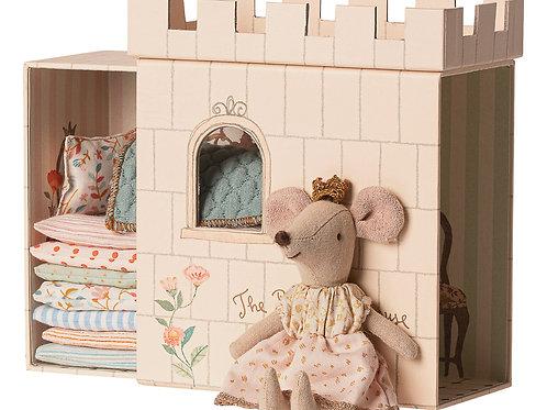 Princess on the pea, Big sister  mouse