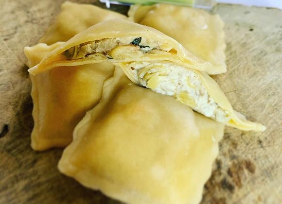 Raviolis artichauts, sauce crème basilic