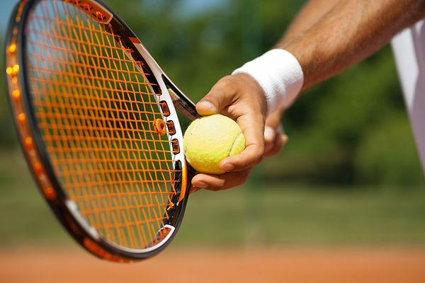 Behandlung vom Tennisarm mit Physiotherapie bei PhysioBasel