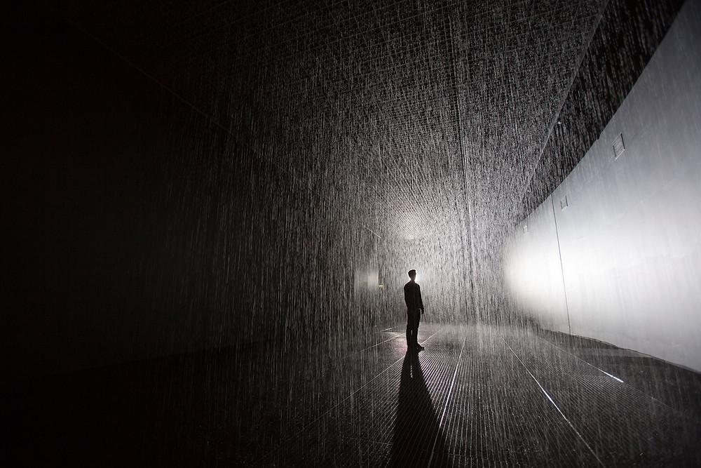 RANDOM INTERNATIONAL, Rain Room, 2012. Exhibited at The Curve, Barbican, London. Courtesy of The Maxine and Stuart Frankel Foundation for Art. Photography by RANDOM INTERNATIONAL