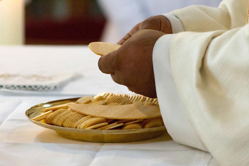 celebration-of-the-eucharist-5243045_192