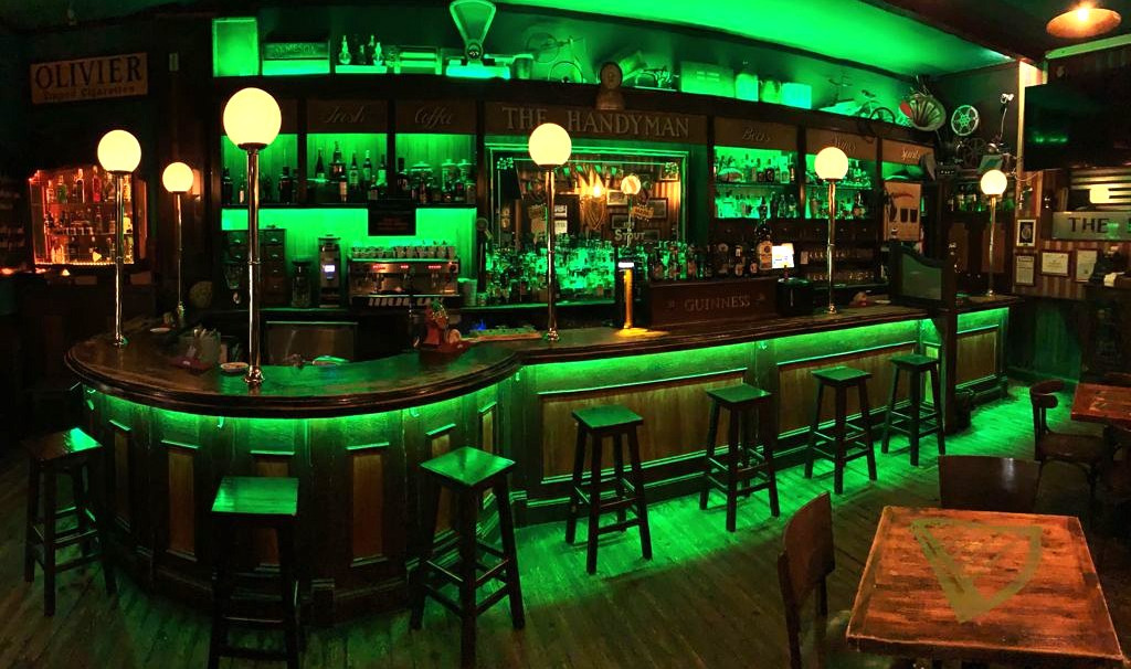 Pub Irlandés The HandyMan.jpg