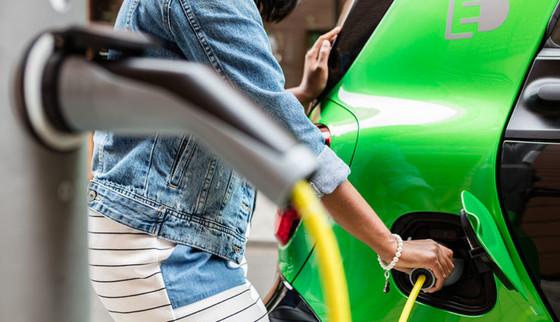 Los coches eléctricos cierran 2017 con más de 300.000 unidades vendidas en Europa, y una cuota del 2