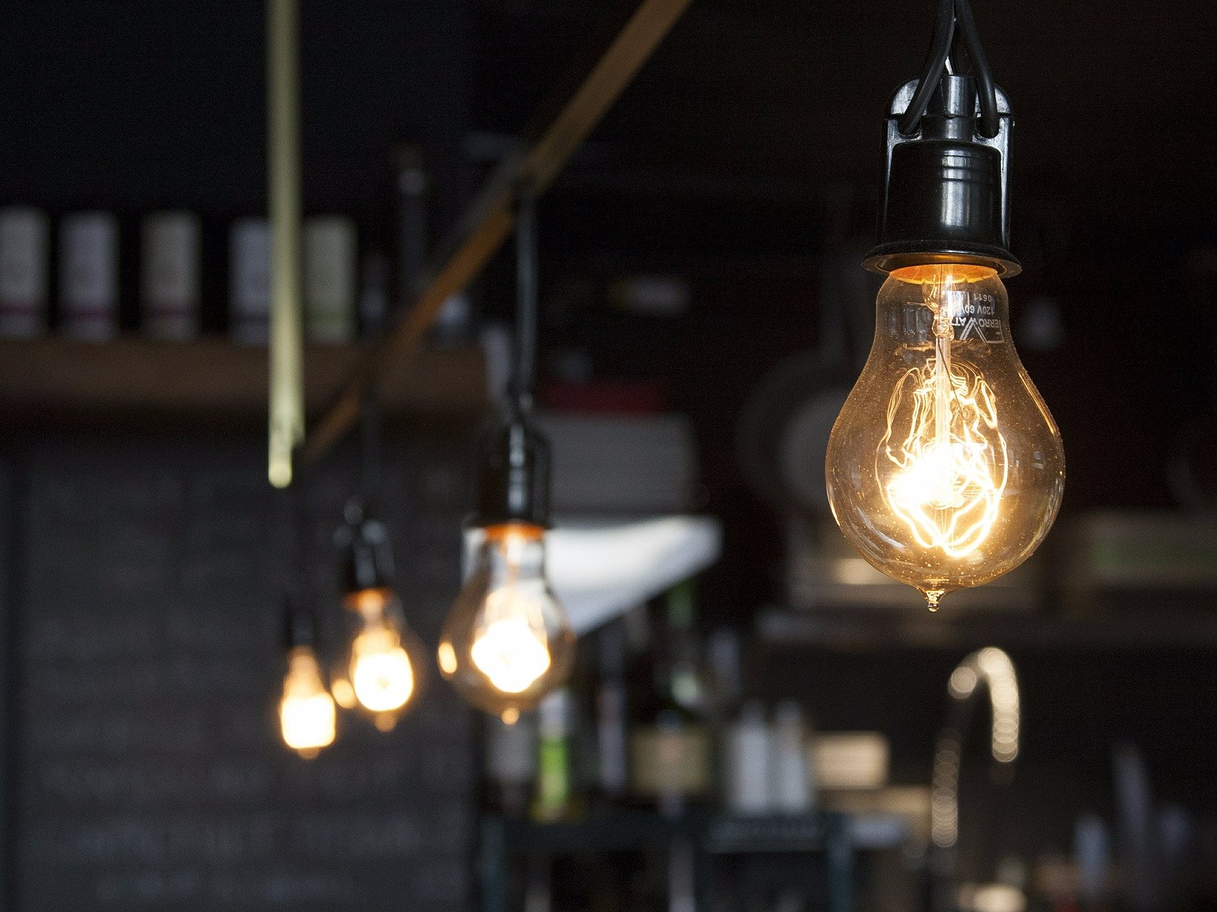 light-bulbs-4069391920
