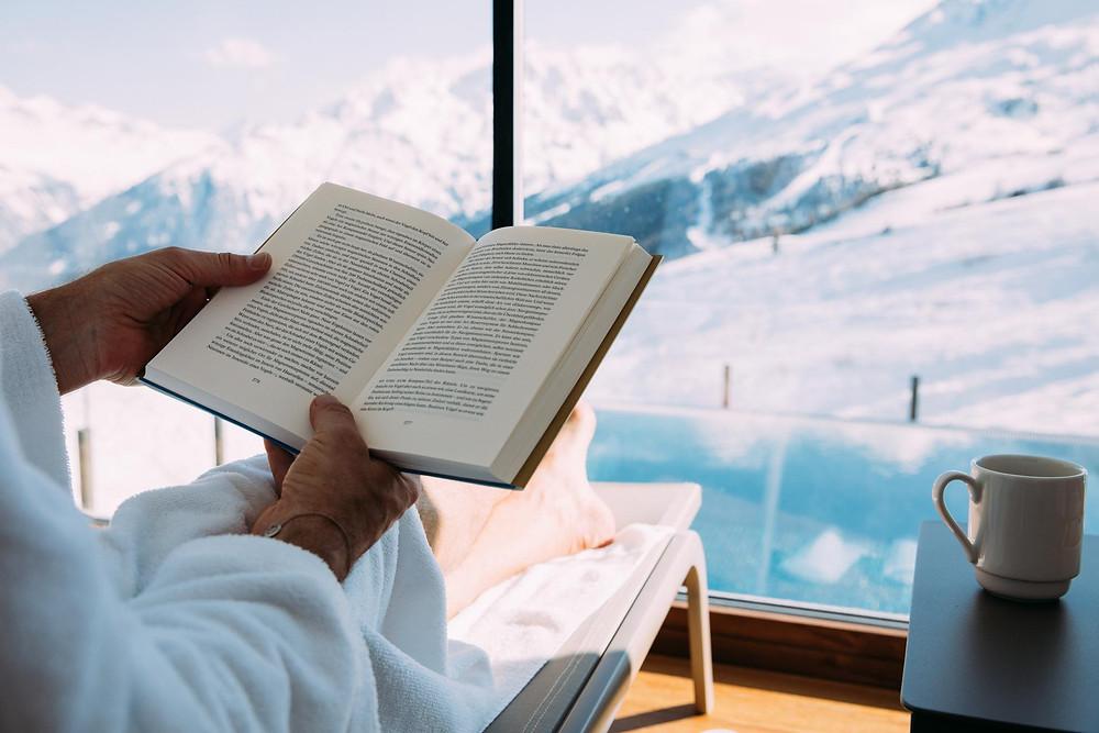 Reading in winter (Hotel Enzian)