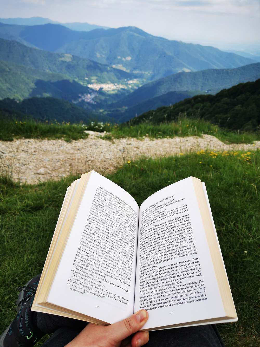 Summer reading. Photo Copyright: Era Kan