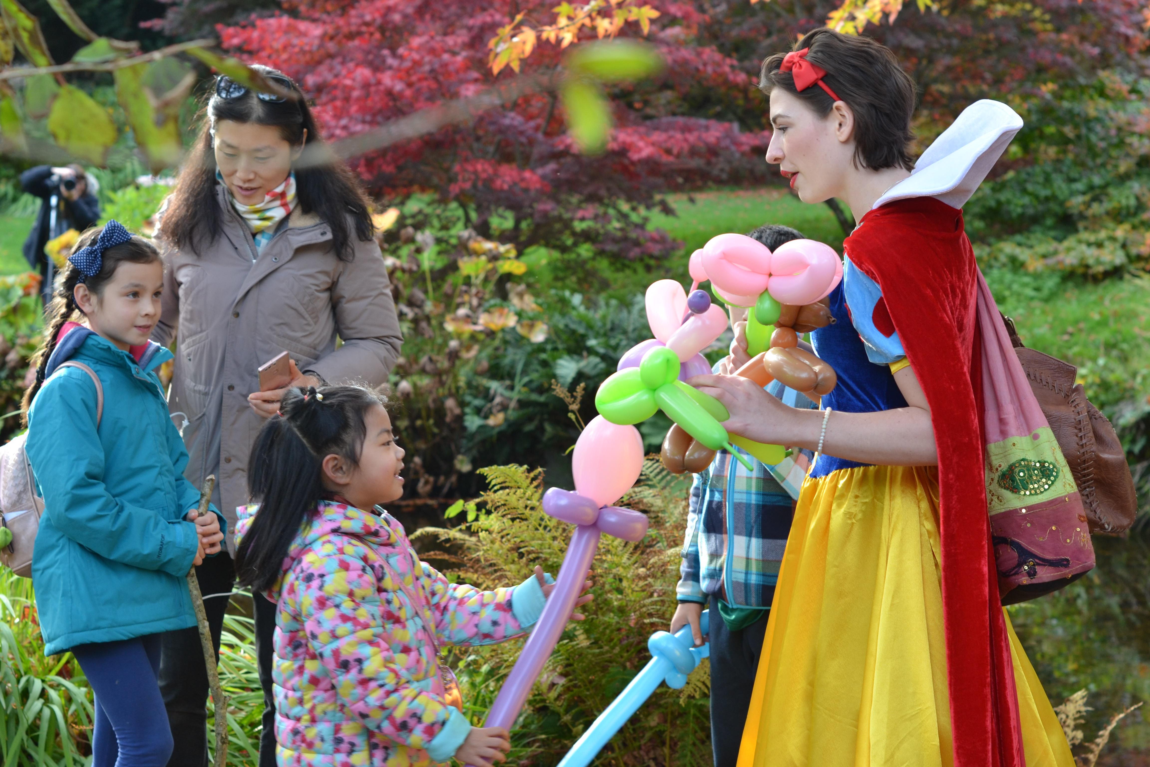 Snow White Party Entertainer