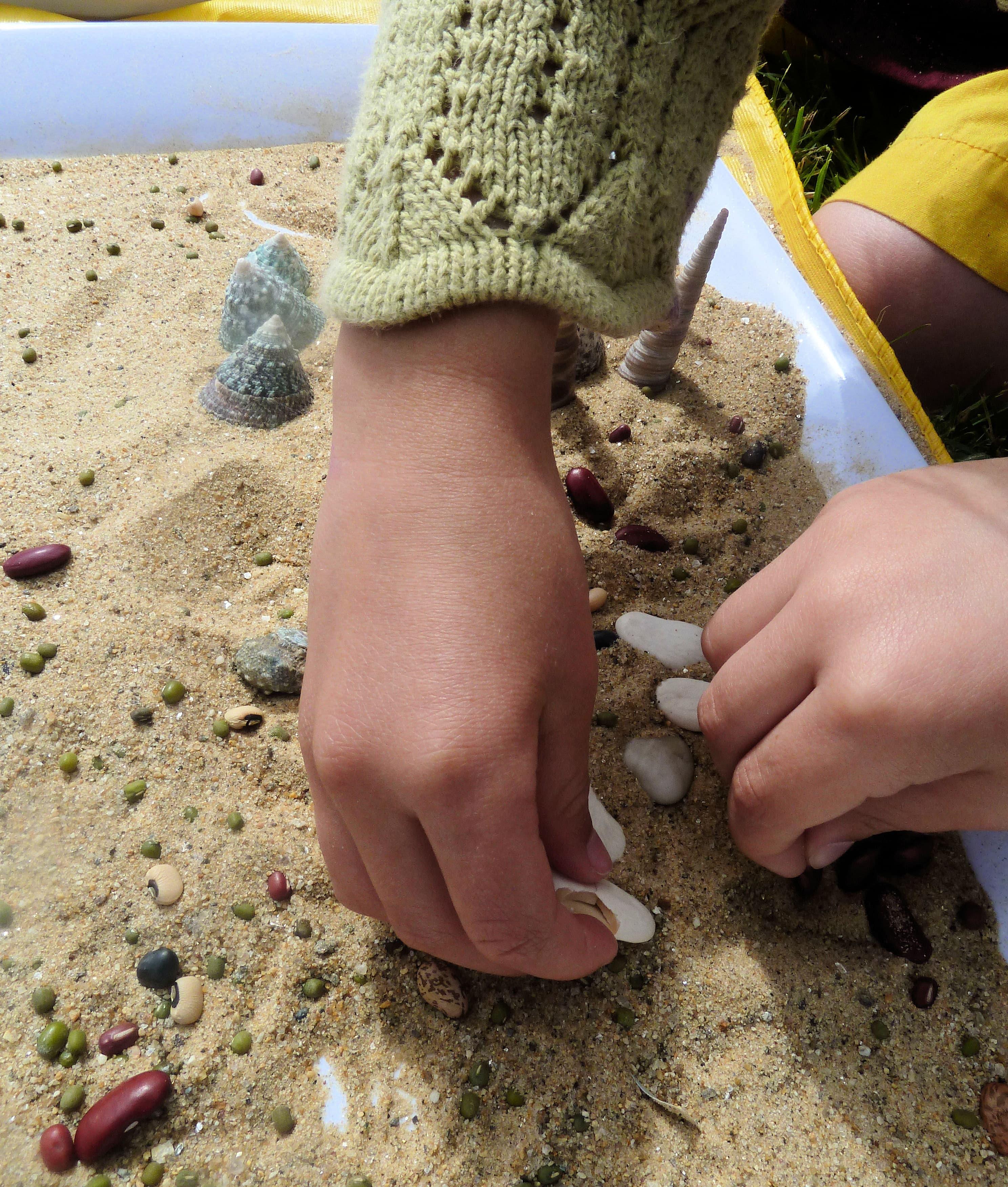ARTrageous Kids 2013 Sand Mosaic wkshps. June Kingsbrea Gardens (24) hands-min