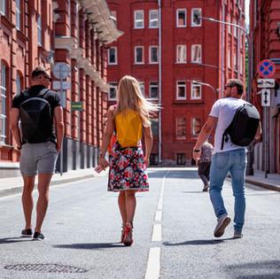городские рюкзаки, люди в городе