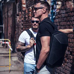 Брутальные мужики с рюкзаками CVG