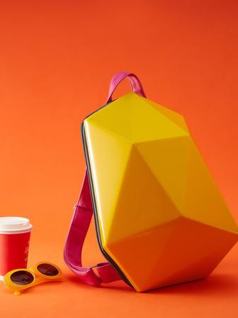 Ярко-желтый глянцевый жесткий рюкзак