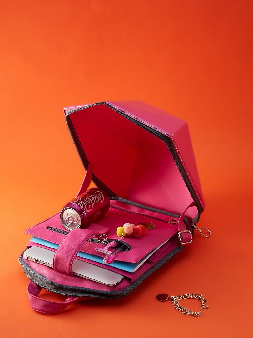 Розовый твердый рюкзак