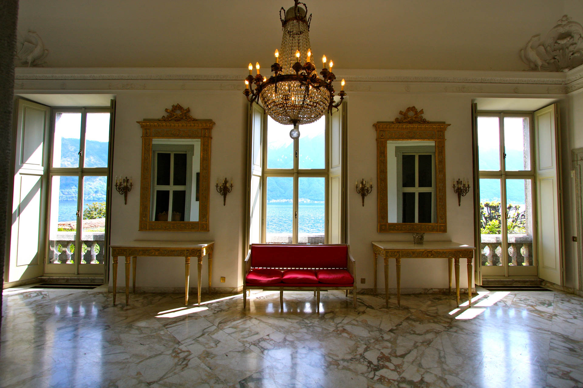 VILLA-FIRST-FLOOR-LOBBY