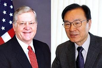 Ambassador of US and Japanese diplomat Yachi discuss Lancourt rock dispute