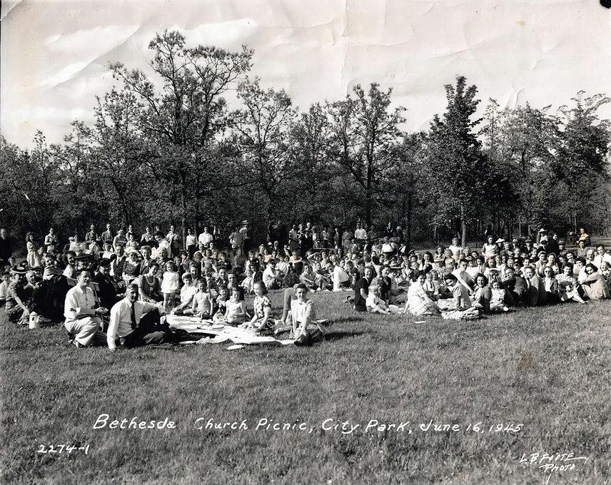Bethesda Picnic 1945.jpg