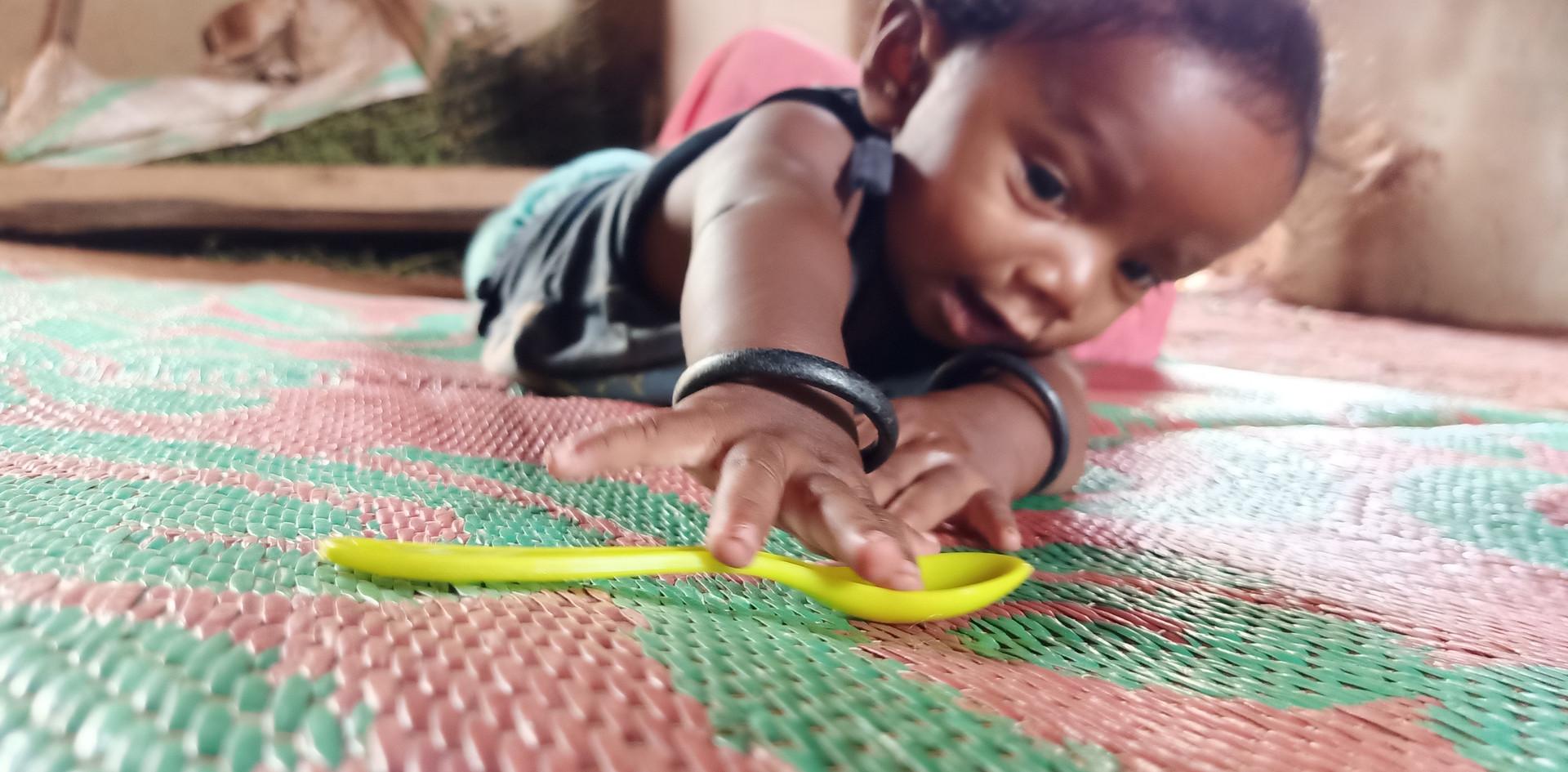 Akash reaches to the spoon - ©Prabhas Kumar