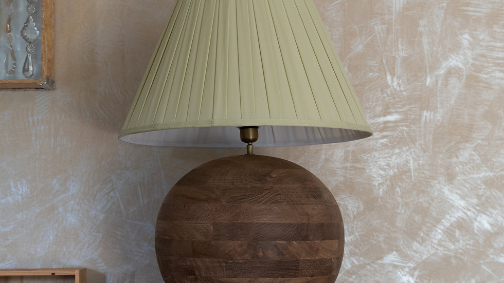 La boule de bois avec abat jour