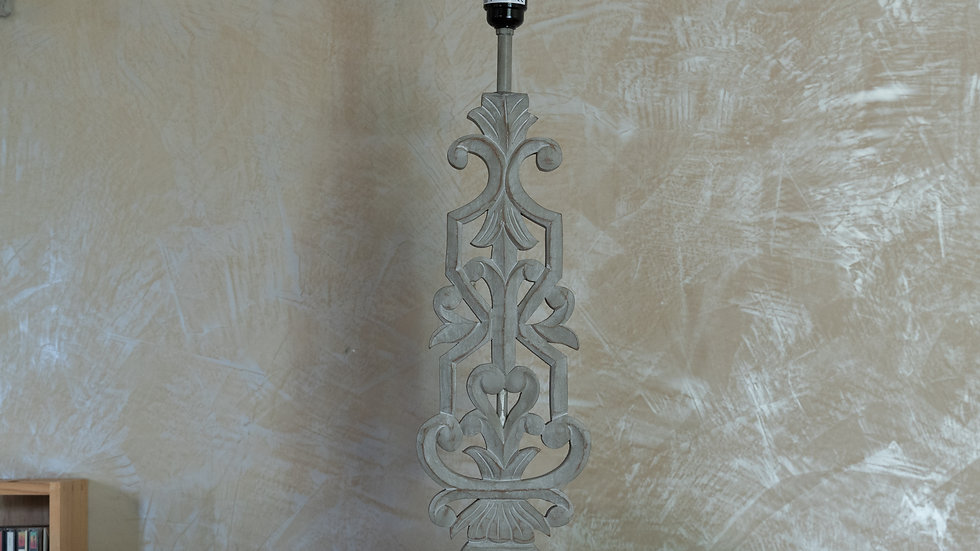 Lampe bois sculpté grande