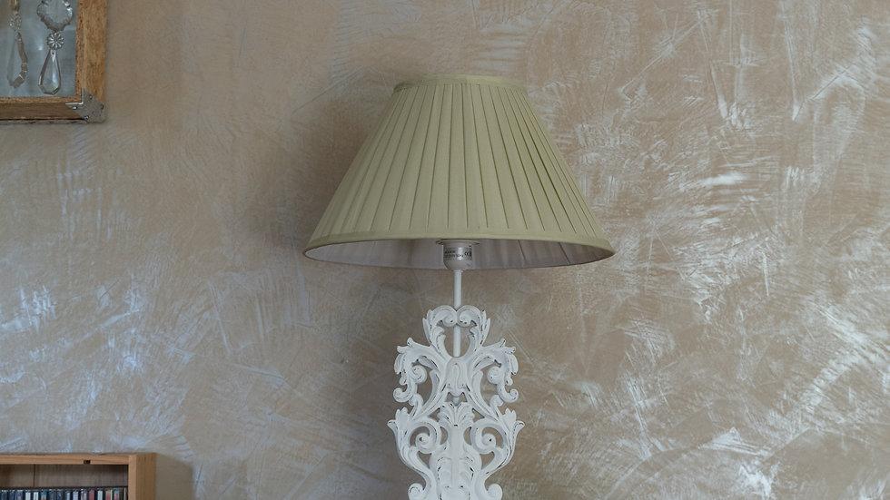 Lampe bois sculpté avec abat jour