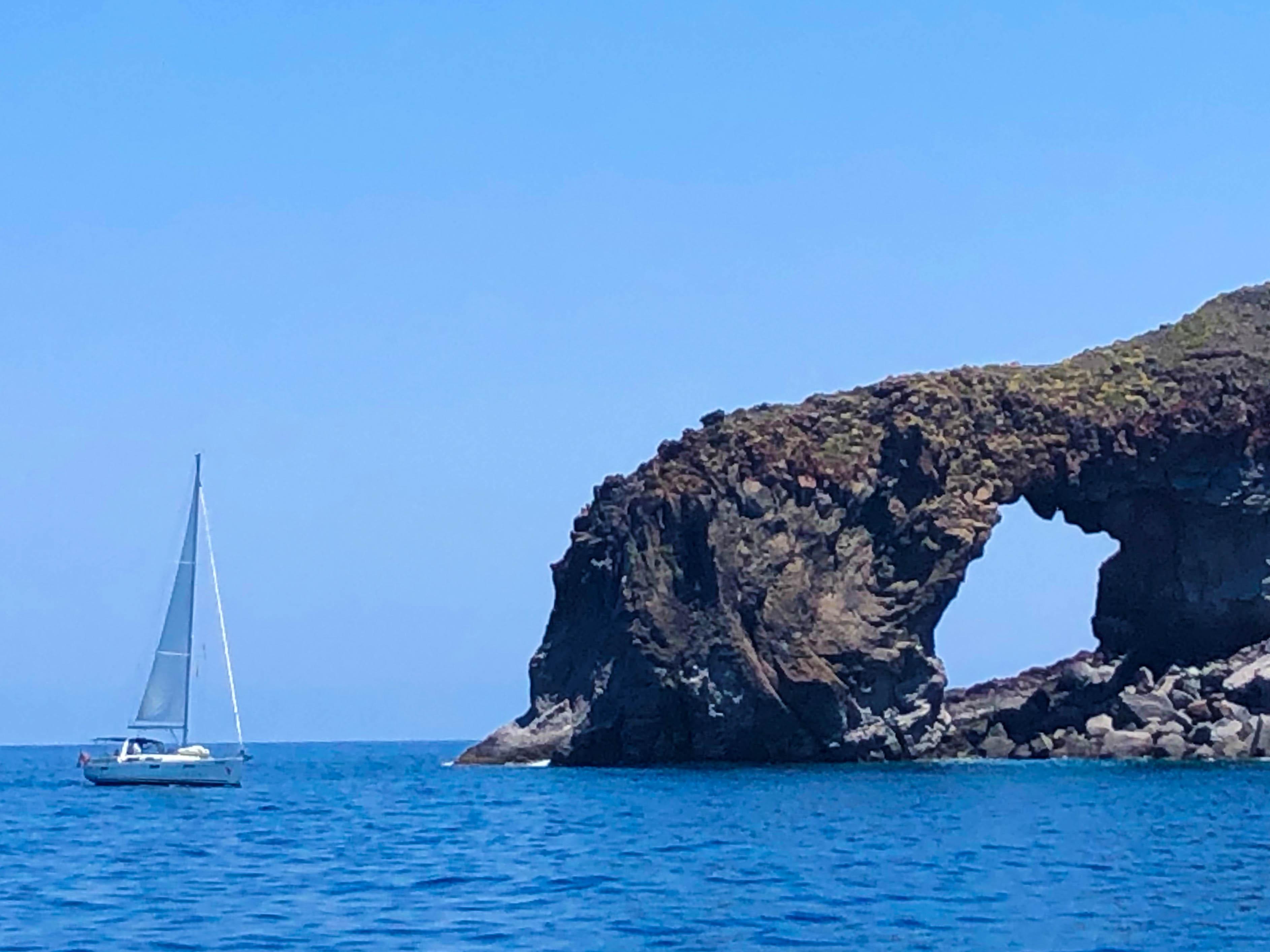 Felsformationen im Mittelmeer