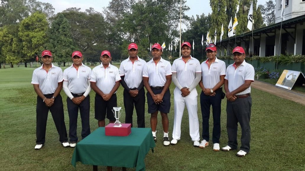 Dhammika Ranasinghe with Floggers team  at RCGC golf tournament