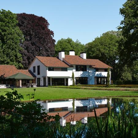 Elegant Estate - Outdoor