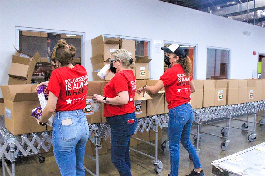 _Voluntarios_Macys_Puerto_Rico2.JPG