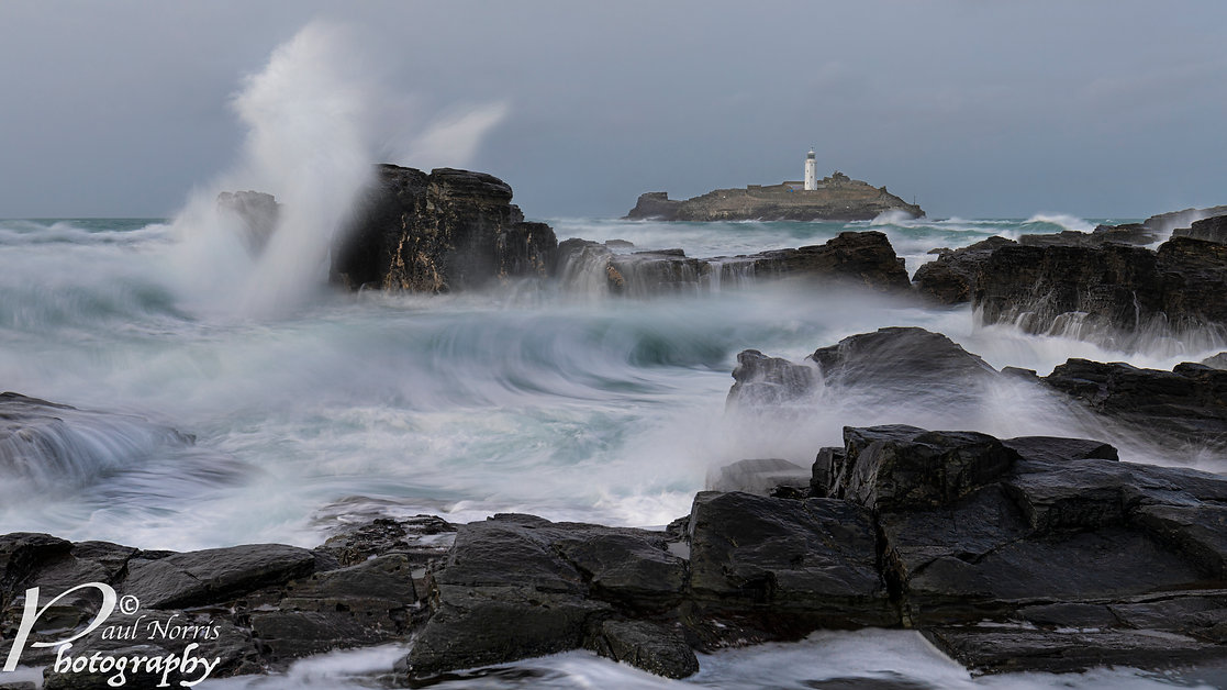 Godrevy Lighthouse with dramatic waves, Cornwall. By Paul Norris Photo