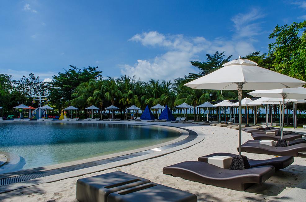 signature beach pool