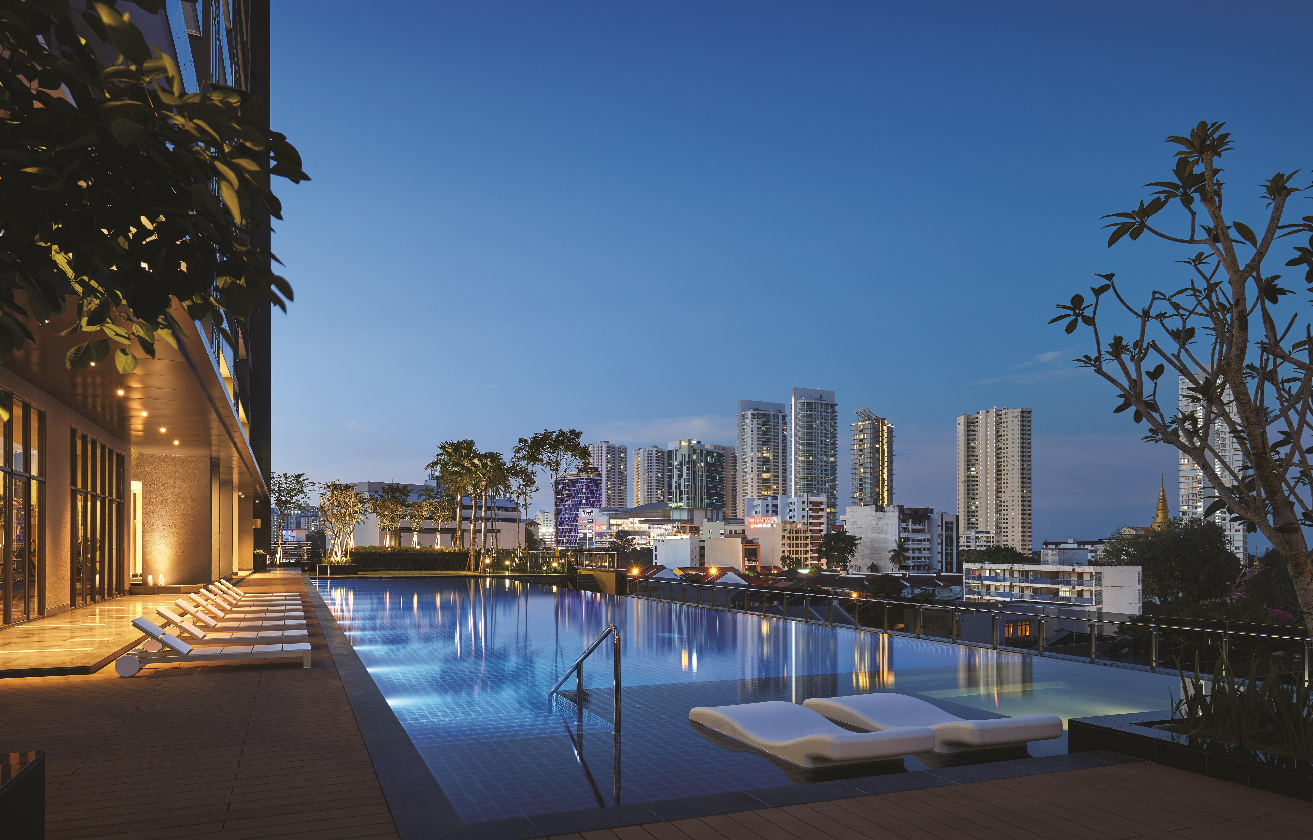 天池泳池,同时享受埋葛尼的摩天大廈