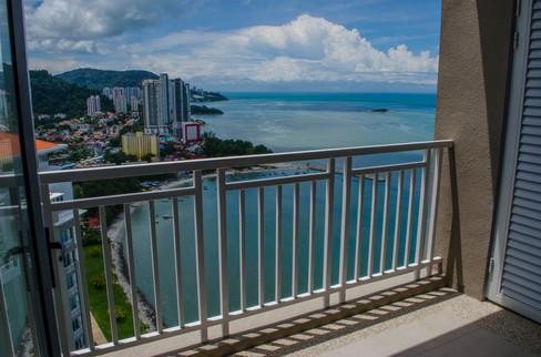 shared balcont between 2 bedrooms