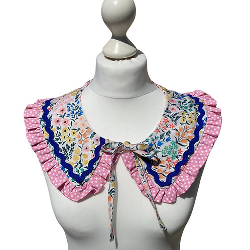 Removable collars, available in three different fabrics