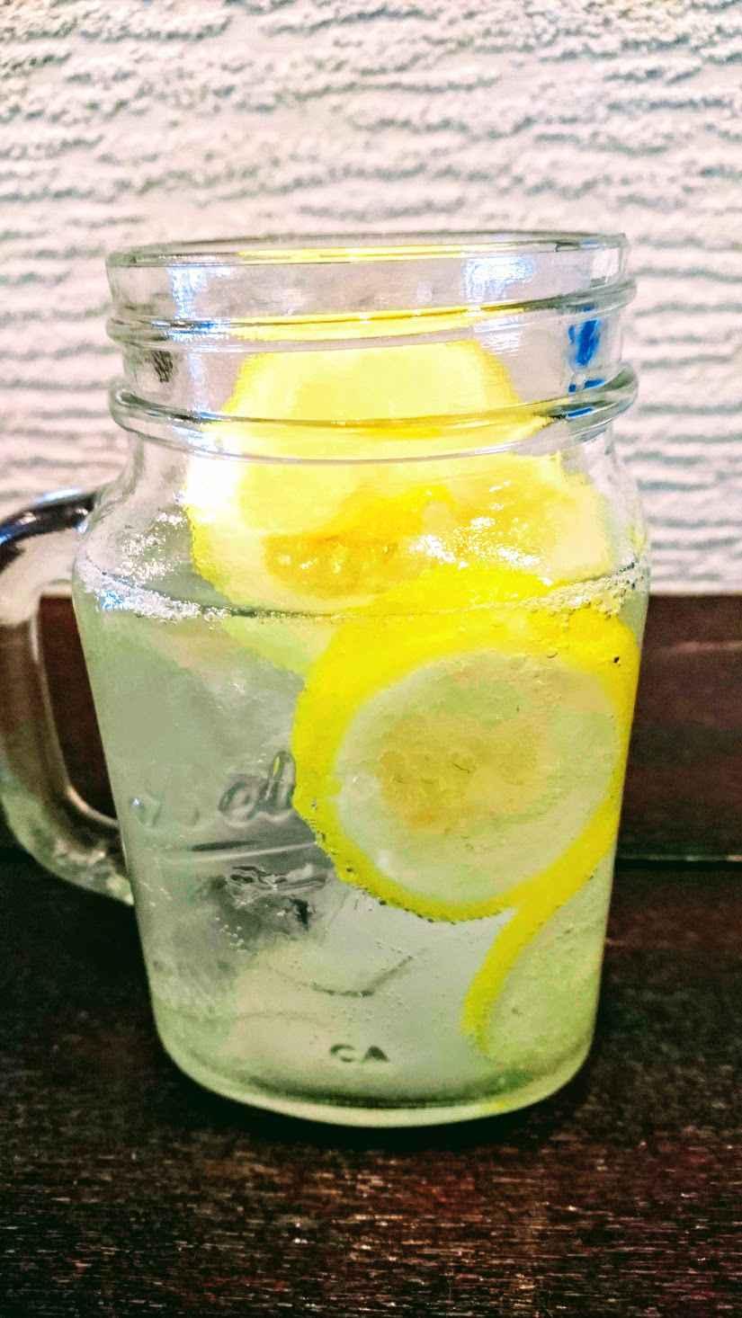 生炭酸のレモンソルトソーダ(500円)