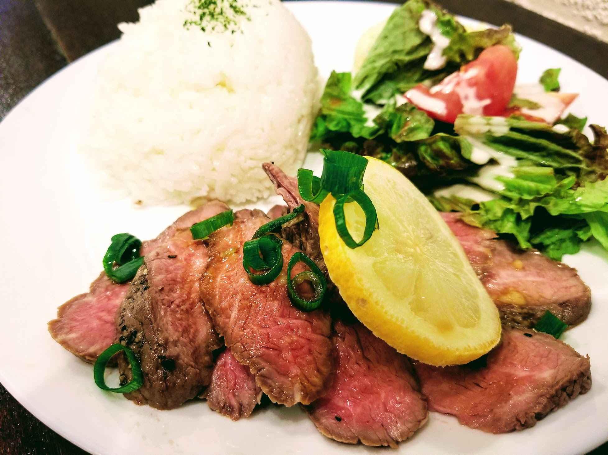 『牛ミスジ肉のローストビーフプレート(980円)』