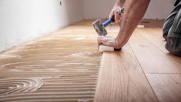 Craftsman lays parquet floor and spreads