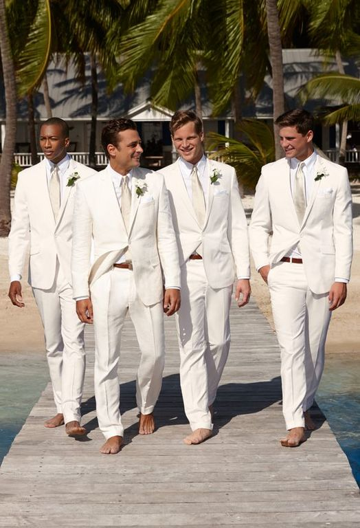 trajes de novio playa en color off white