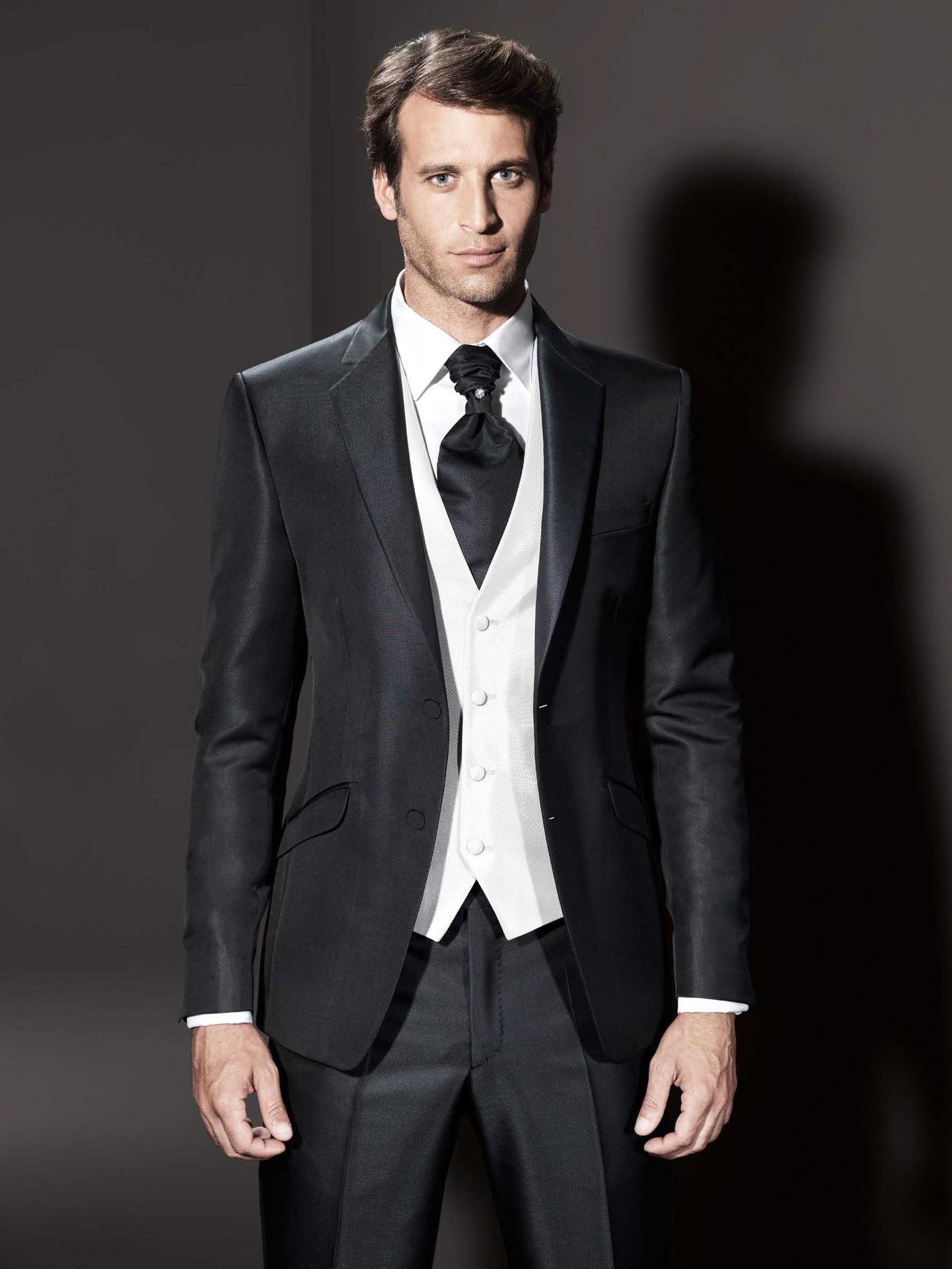 tuxedo en seda negra con pique y corbati