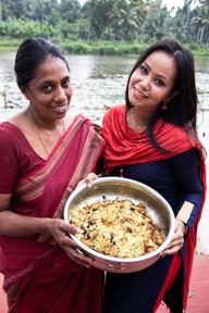 Cooking Up An Amazing Biryani On The Back Waters of Kerala