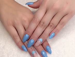 Hot trends for your spring racing nails