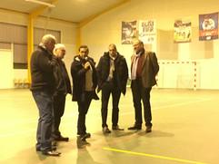 On aurait pu se croire à l'accorHotel Arena, samedi soir, au gymnase de Boulleret, à la veille de l'Euro féminin de handball remporté par la France. Au sifflet, ont officié Said BOUNOUARA et Kalid Sami, arbitre EHF qui dimanche ont ausii dirigé le match PSG-Nantes. En lever de rideau, les U12 boulleréens ont battu Gien 25-24 en amical, et les U18 ont perdu 32-33 contre Issoudun, championnat. De qualité, cette journée mériterait d'attirer de nouveaux licenciés et licenciées à la JSB.