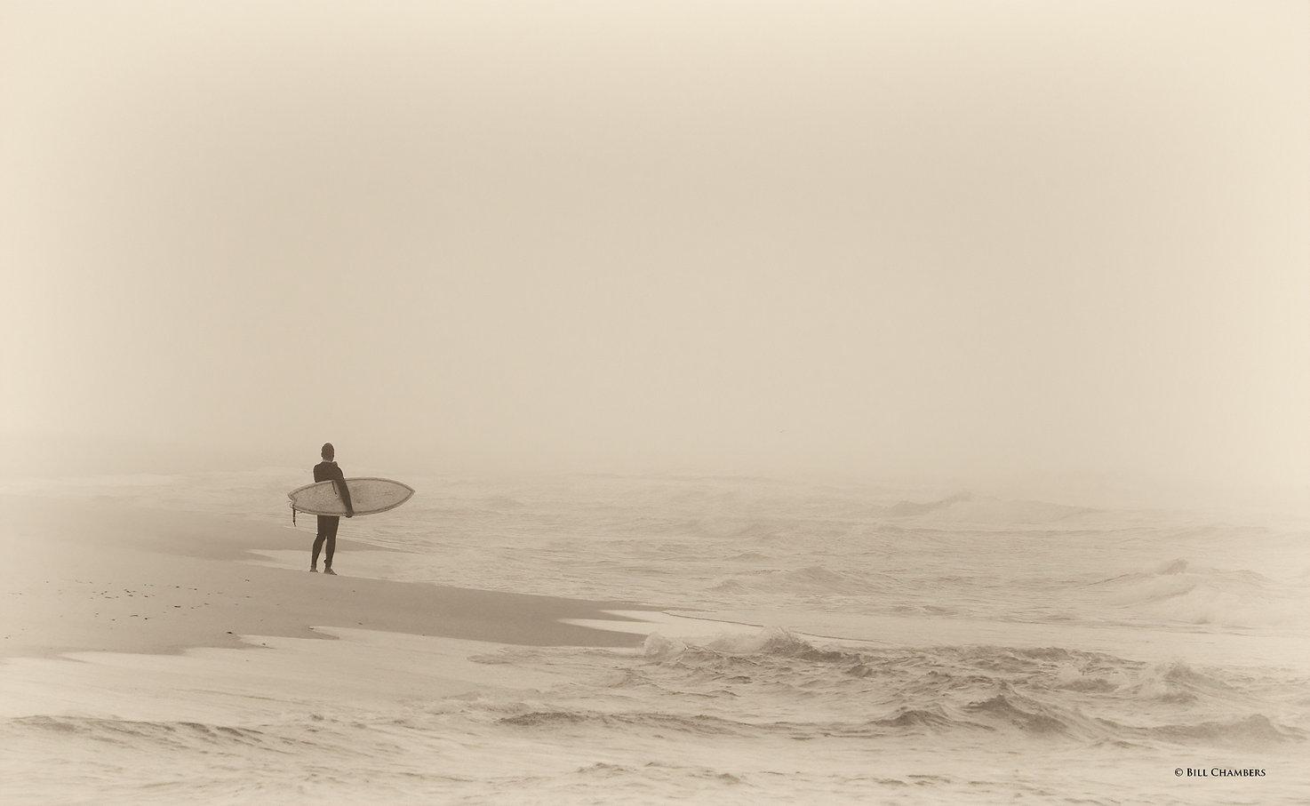 Lo18 - Lone Surfer - 2400.jpg