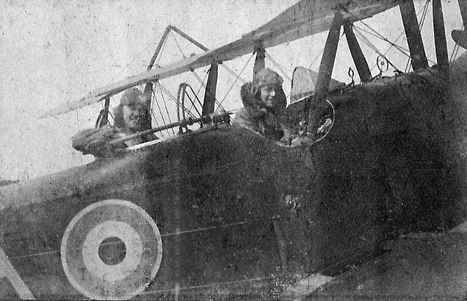 Lts Tremayne and Hill of 6 Squadron in their RE8