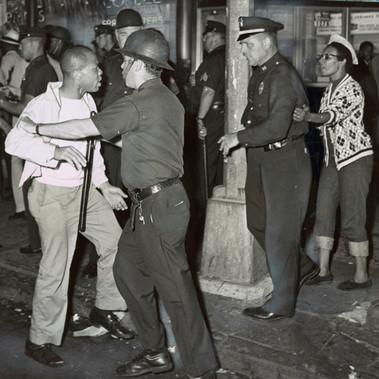 """""""«Ci vuole davvero coraggio». Questa scena è avvenuta oggi a Fulton St. con Nostrand Avenue, nella zona di Bedford-Stuyvesant di Brooklyn."""