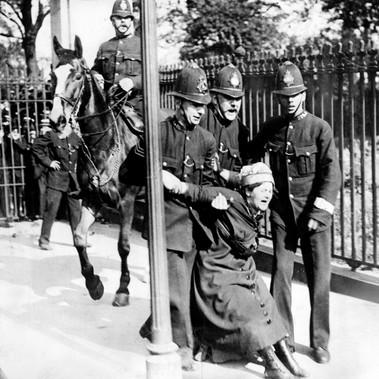 Scontri tra polizia e suffragette