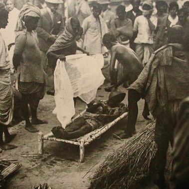 Benedizione della salma durante un rito funebre
